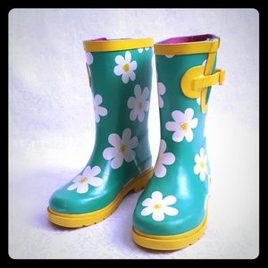 Other - 💚DISC SHIP💚 Green Rain Boots with Daisy Flowers